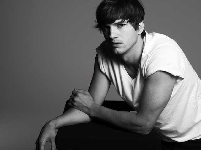 Ashton Kutcher is such a babe!!