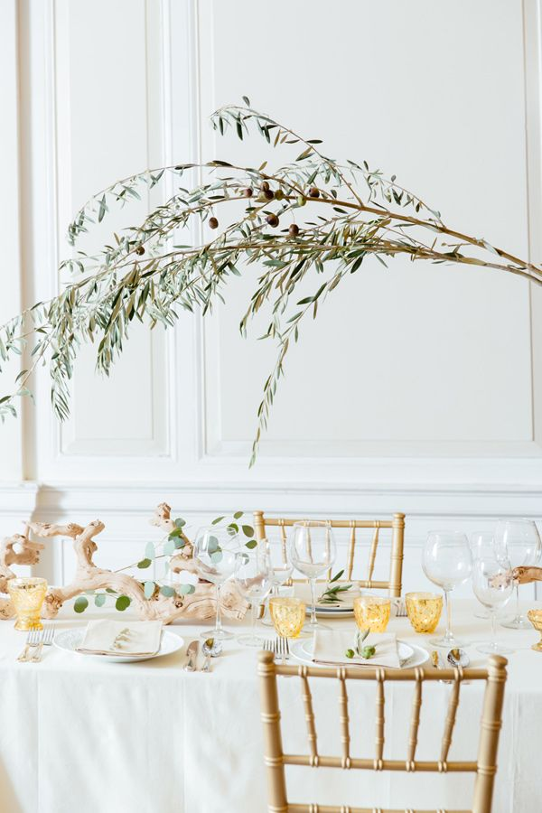 A Two of a Kind Rental Ruffled Blog feature! Driftwood is one of those elements you don't necessarily expect to see in wedding decorations, but when you do, it takes your breath away. Two of a Kind, Tory Williams, and Brita Olsen Creative rec...