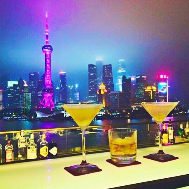This could be my favorite #BarWithAView in the world at the #PeninsulaHotel in #ShanghaiChina tag someone you would have a drink here with I gotta take @itsbiancaalexa here soon :) #MondayMemories #TravelAwesome #BestVacations #DailyMotivation #DailyInspiration #DreamLife #IMissShanghai great shot @viktoriaajohansson #ThePeninsula #TheGoodLifeInc #JewsWithViews