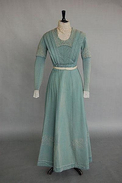 Four woollen day dresses circa 1910 f078a6b8a