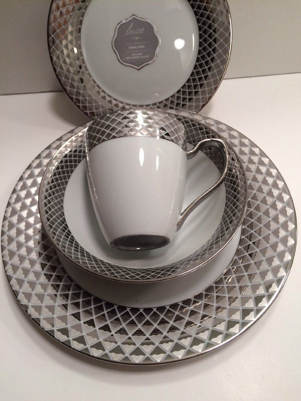 Amazon.com Ciroa Luxe 16 Pieces Bowl Dinner Plates Cups Salad Plates Fine Porcelain & Amazon.com: Ciroa Luxe 16 Pieces Bowl Dinner Plates Cups Salad ...