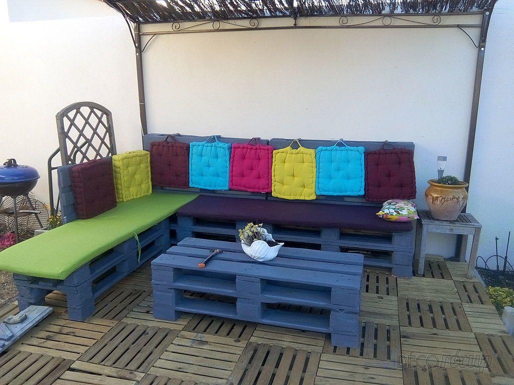 Terrasse et canapé en palettes