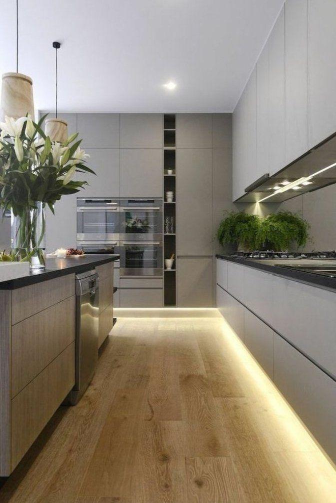 moderne k che mit holzoptik und led streifen    Modern kitchen cabinet design, Luxury kitchen ...