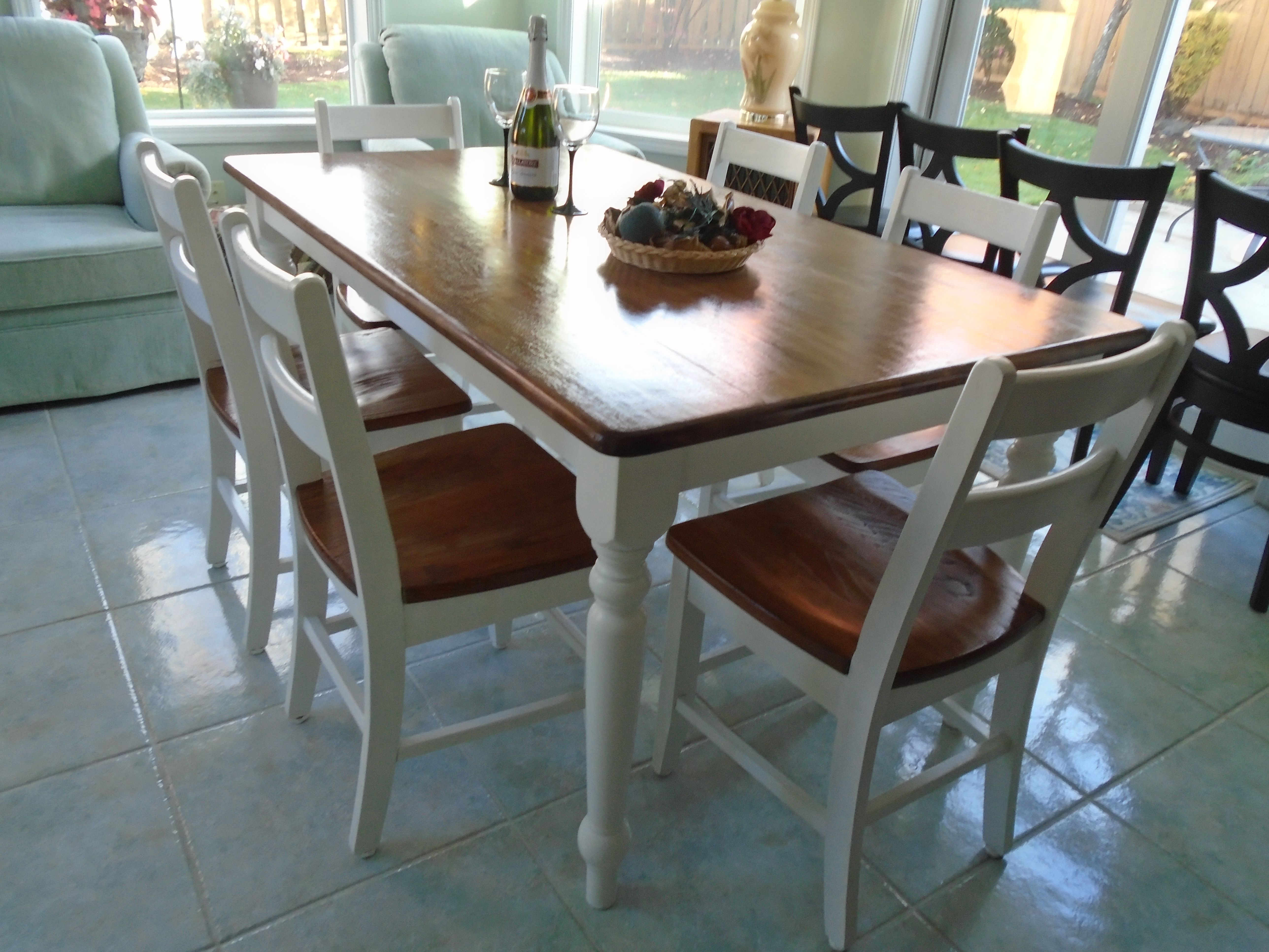 Table painted farmhouse table and chairs - Rustic Farmhouse Table Brown Stained Top White Painted Legs 6 White Chairs Brown