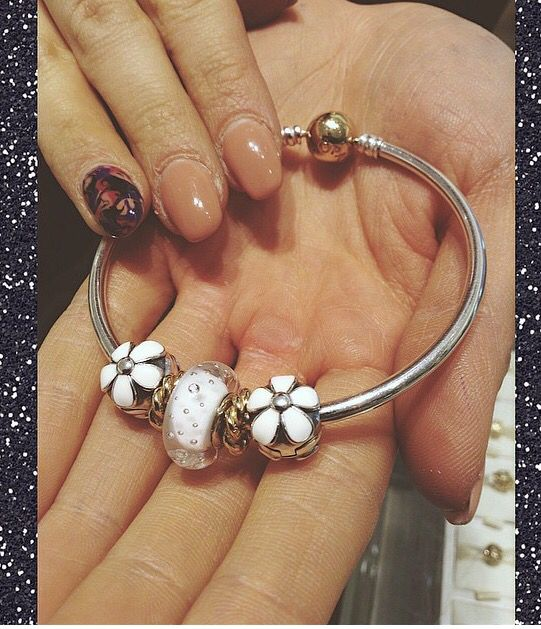 PANDORA Two Tone Bangle with Daisy Clips and White Fizzle Murano.....