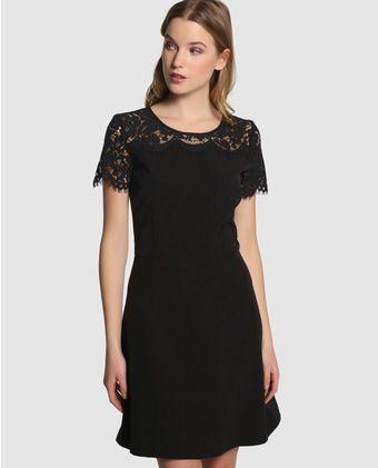 Sonar con una mujer de vestido negro