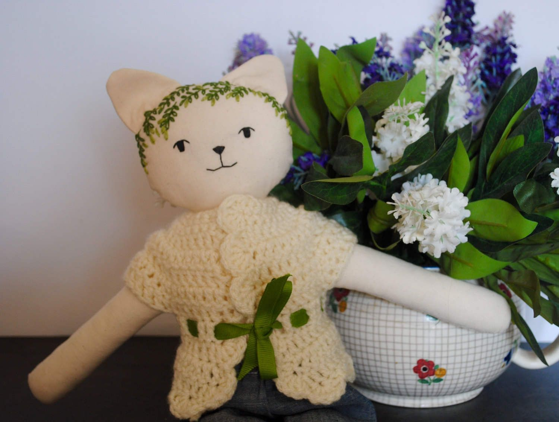 Bambola gattina con ricamo verde di BamboleCo su Etsy