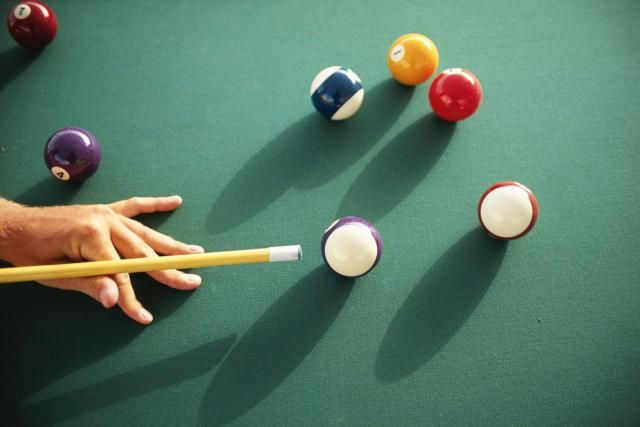 Choosing A Smart Pool Cue Play Pool Billiards Pool Alcohol Games