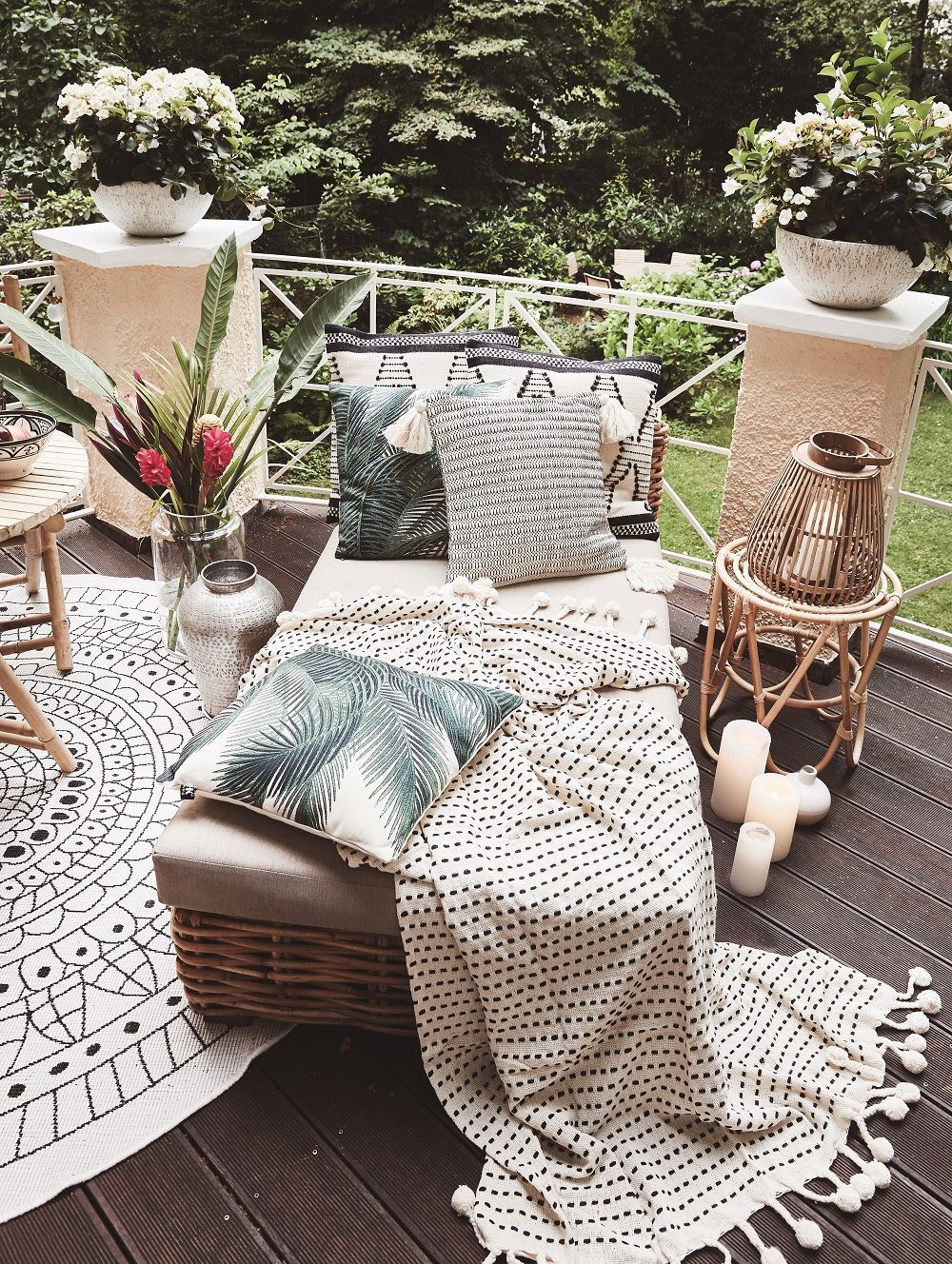 Runder Outdoor Teppich Plaid Pom Pom In 2019 Balkon Garten Outdoor Furniture Sets