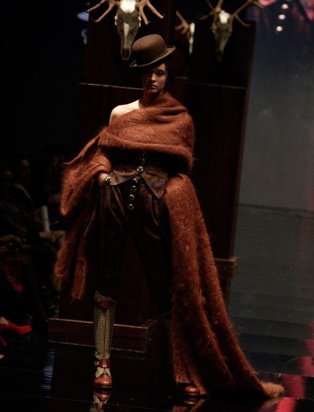 La firma Aldebarán ha presentado «Save the Queen» una colección de aires ecuestres inspirada en las primeras amazonas inglesas. Juan Flores