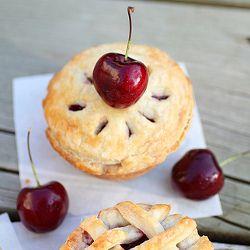 Se tortas são o novo pôster então essas tortas de cereja Mini pode rivalizar com qualquer bolinhos qualquer dia!