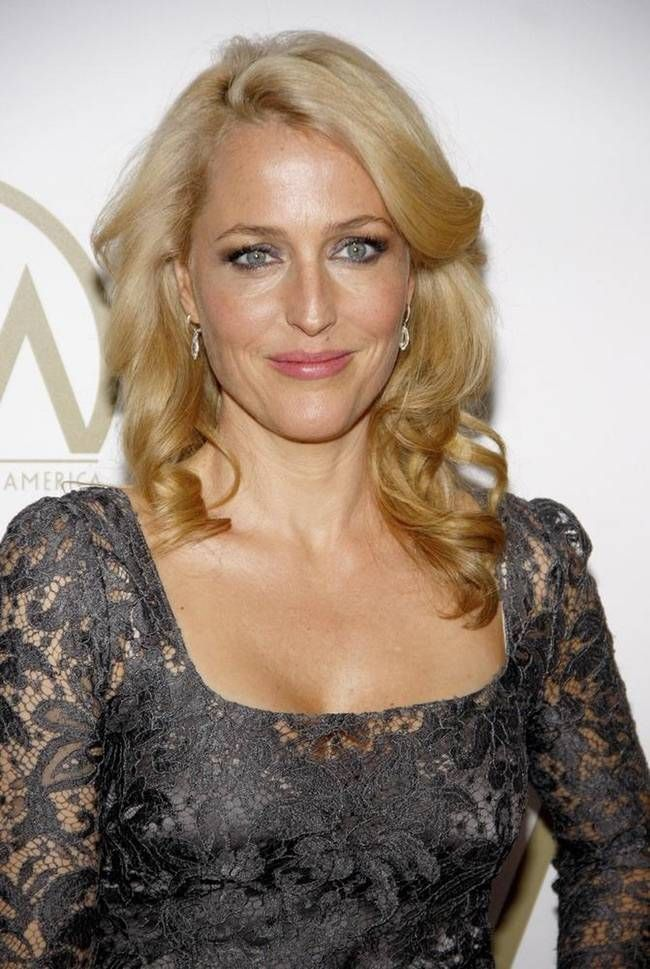 Photo of Gillian Anderson is 304 on the list of celebrities who don't care …