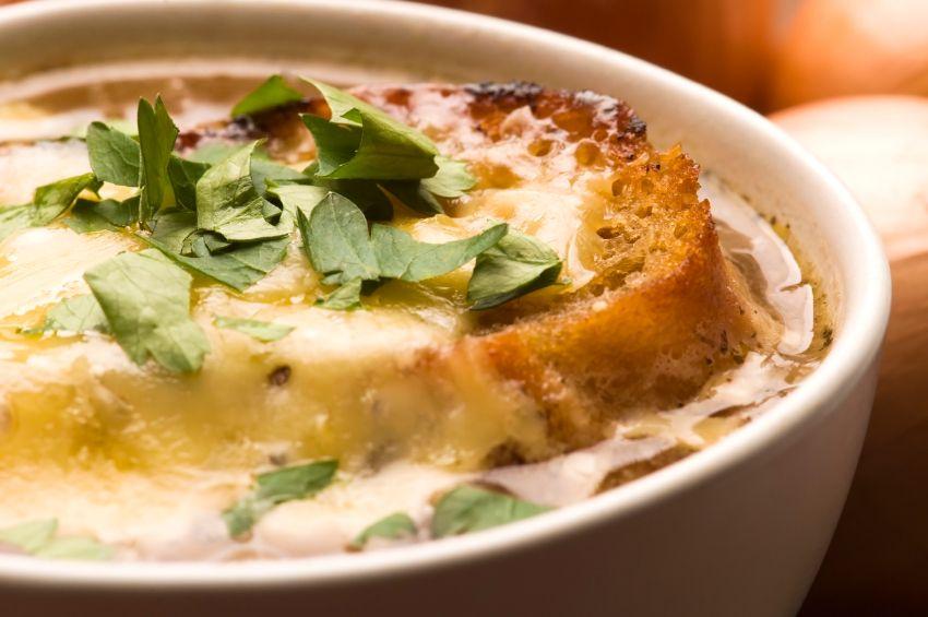 Soupe à l'oignon, lentilles et ail confit