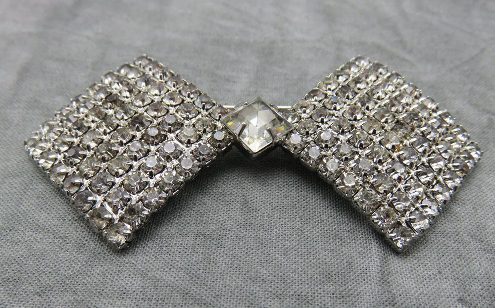 This elegant brooch is an attractive cluster of sparkling crystals wrapped in a beautiful bow. #stuff4uand4u