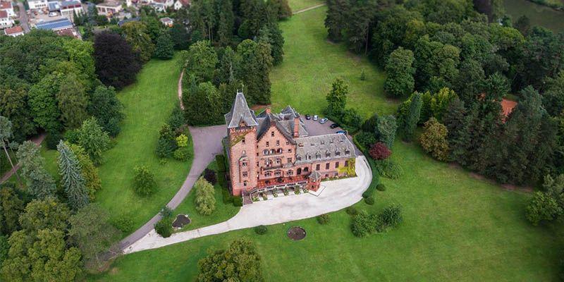 Vinci gratis un soggiorno al castello di Saareck | Campioni ...