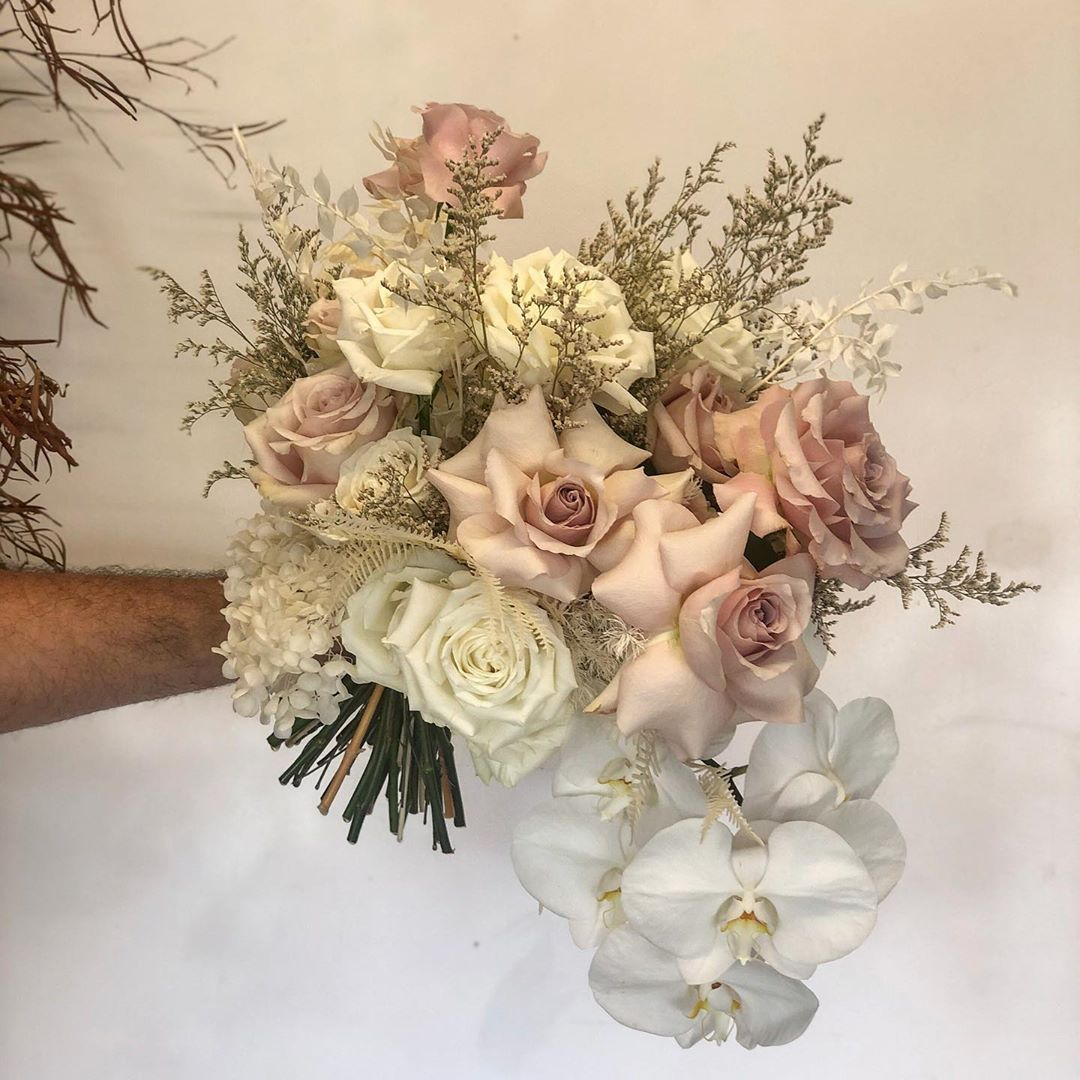 Brisbane Floral Stylist On Instagram Yesterday Was Our First Wedding Of 2020 For The Stunning Makayla And Brad Summerg In 2020 Modern Bridal Bouquets Floral Wedding