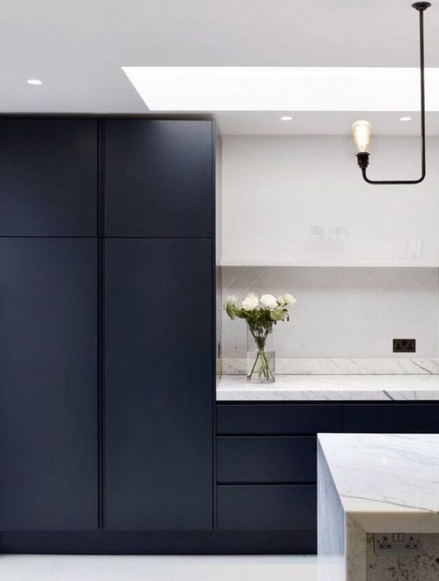 40+ Amazing Navy Kitchen Cabinets For Decorating Your Kitchen #darkkitchencabinets