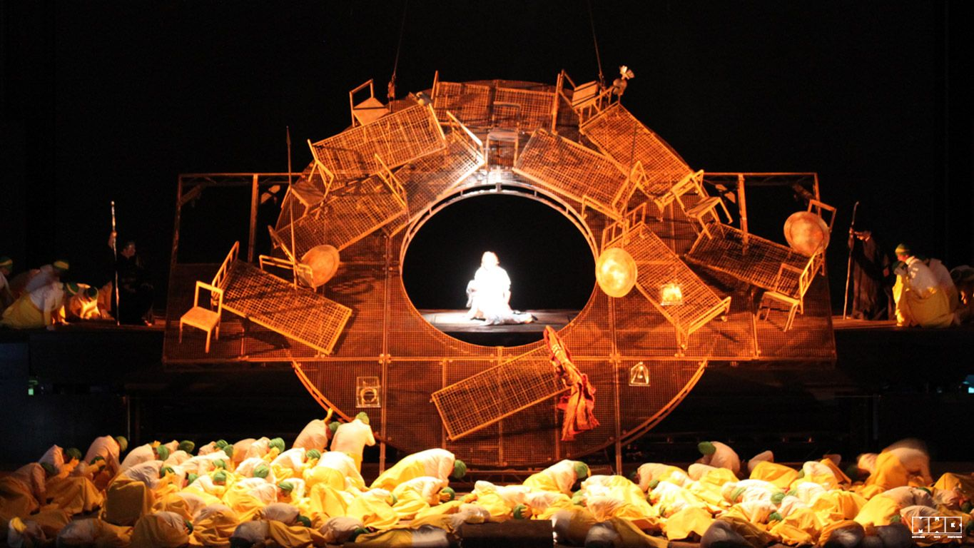 Les Troyens from Deutsche Oper Berlin. Production by David Poutney. Sets by Johann Engles.