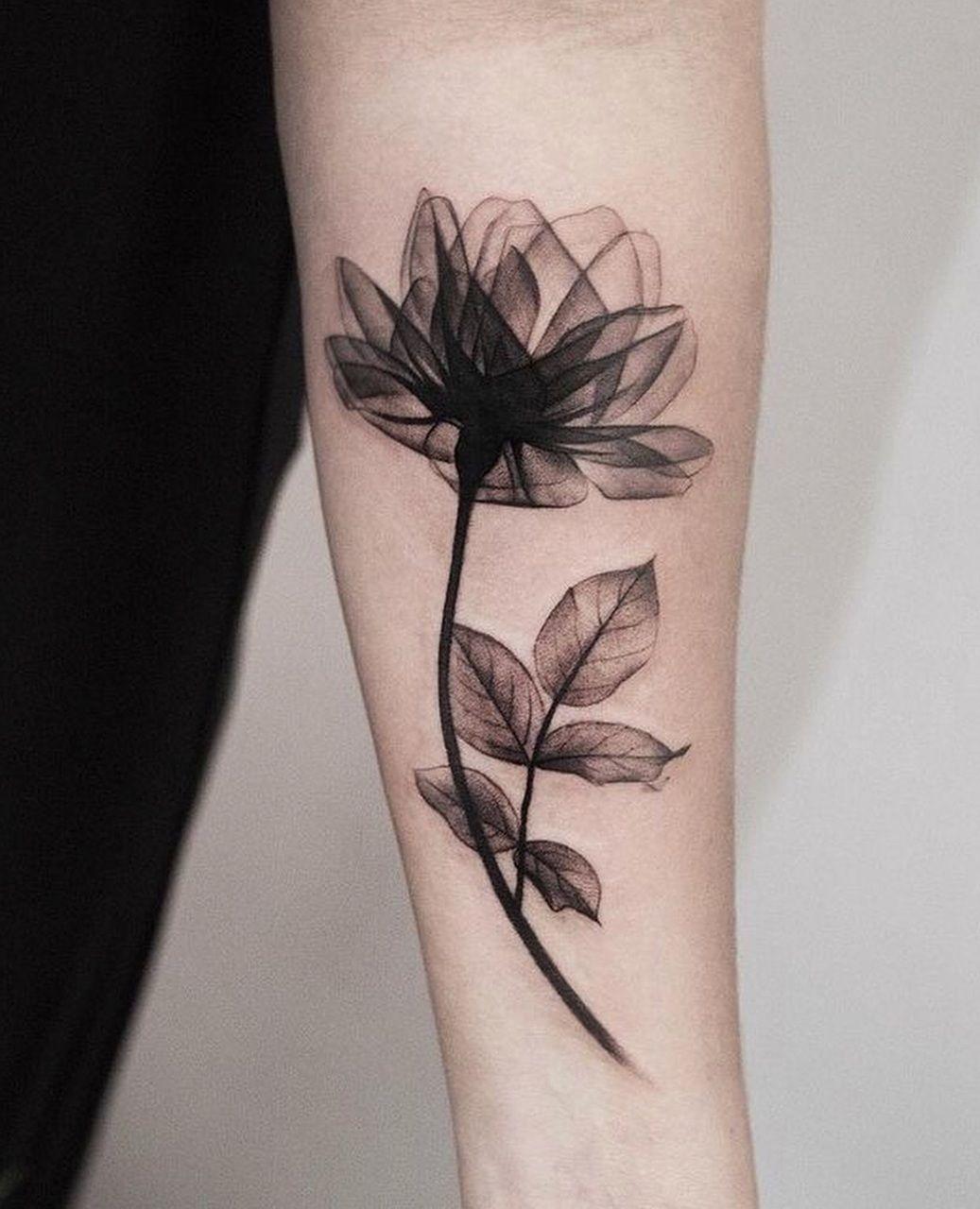 Il tatuaggio floreale alla moda: i motivi e i disegni più belli!