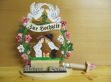 A handmade and personalized #wedding #gift is always the best choice: http://www.1-2-do.com/de/projekt/Hochzeitsgeschenk/anleitung-zum-selber-bauen/18671/