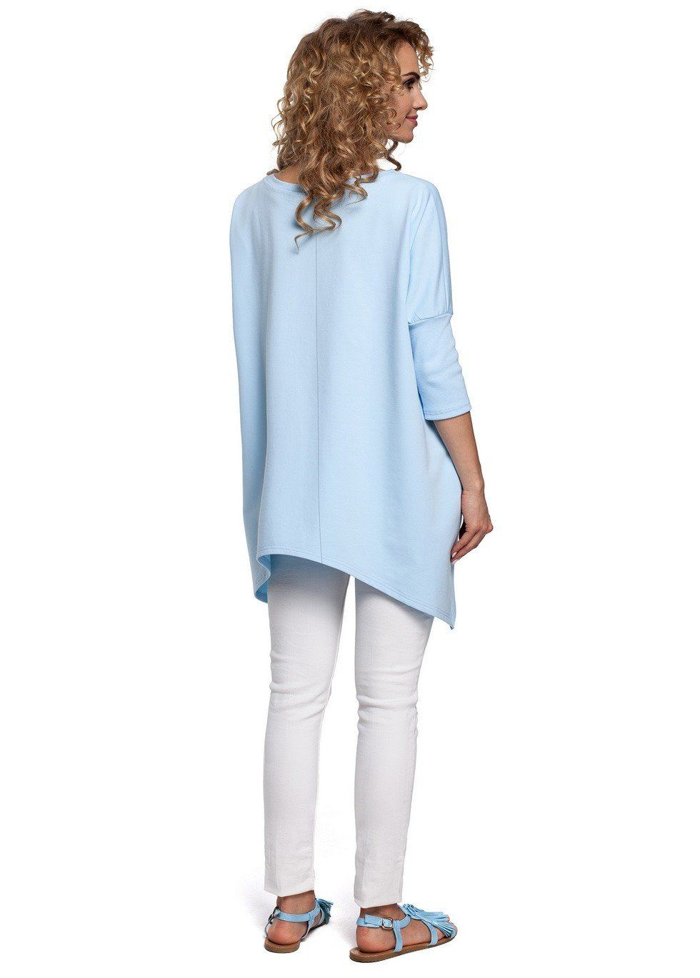 It is surely a must-have! A versatile, oversized poncho - cape with an asymmetric bottom hem and 3/4 sleeves. It is ideal to wrap up whenever you need to feel comfortable and cozy in any season. S / M L / XL 2XL / 3XL The width at the bust: 65cm 68cm 72cm Total length: 90cm 91cm 92cm