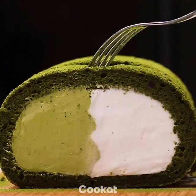 #Matcha Roll Cake  Video by @cookat