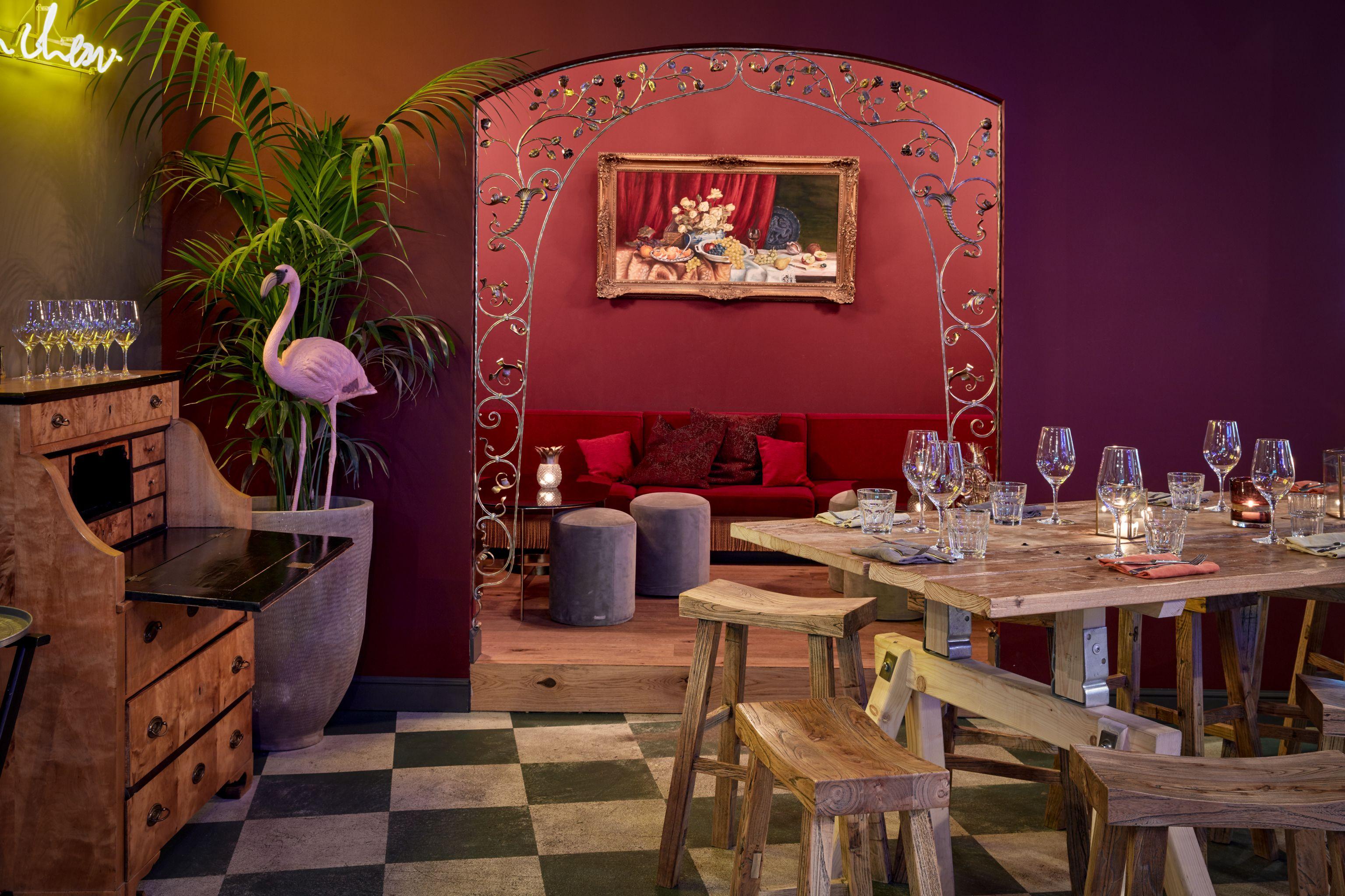 Deckengestaltung für die wohnhalle neni restaurant im hours hotel münchen the royal bavarian