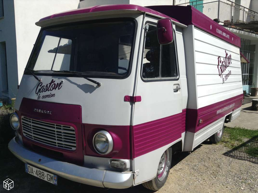 J7 1977 Ess Food truck avec emplacements