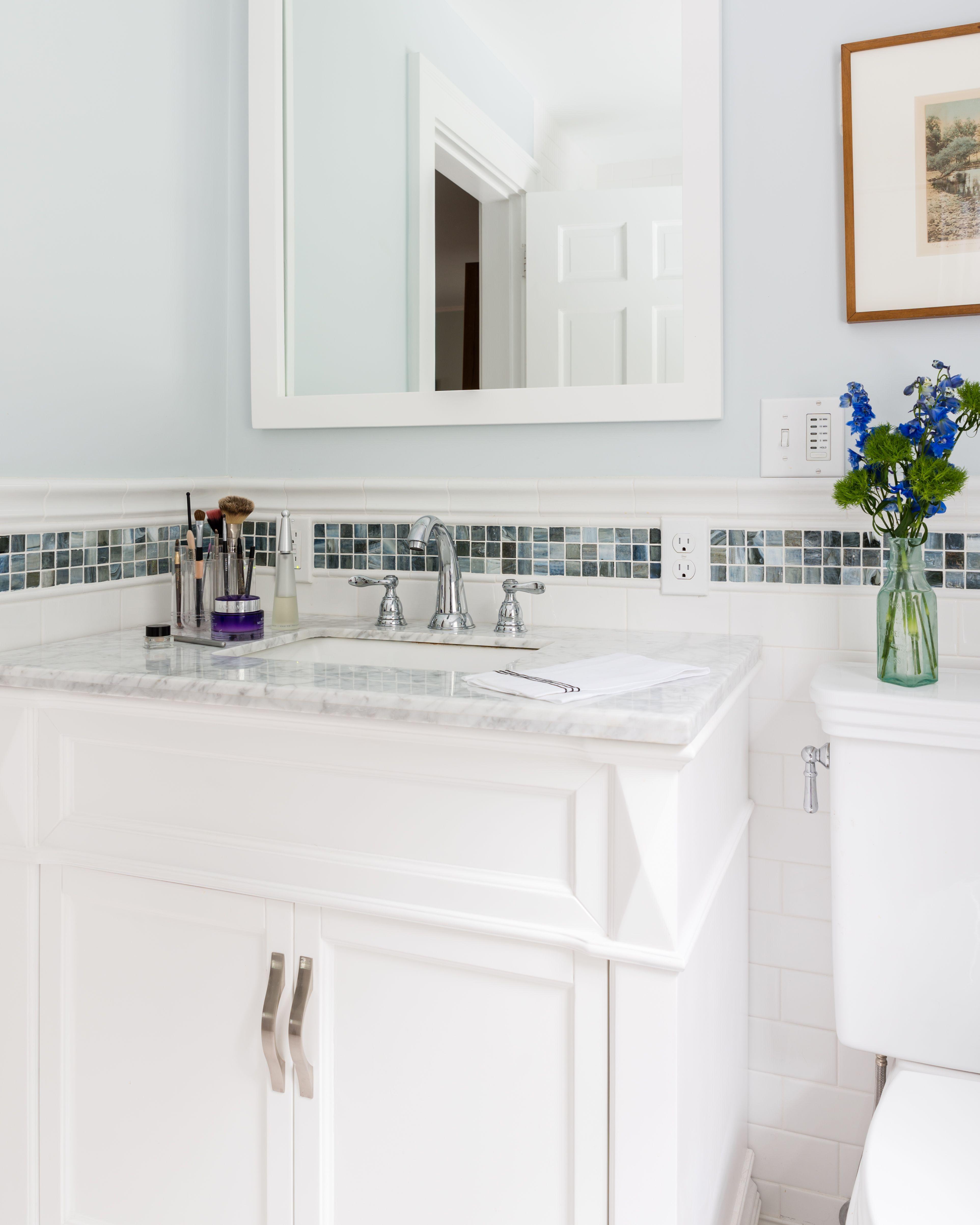 White-subway-tile-with-mosaic-border & ... Bathroom:White Subway ...