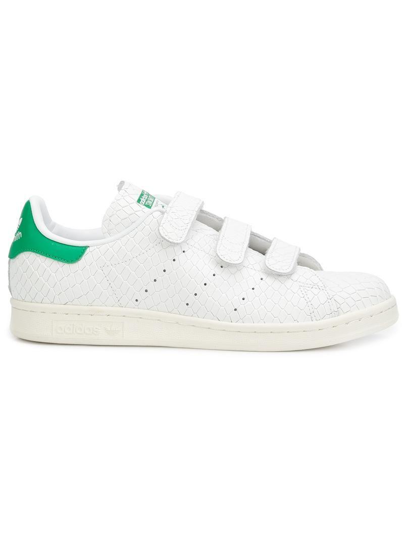 huge selection of b6fc2 aa61a Adidas Zapatillas Stan Smith CF. Zapatillas Stan Smith CF en piel de becerro  blancas y verdes de Adidas con puntera redonda, logo en relieve en la  lengüeta, ...