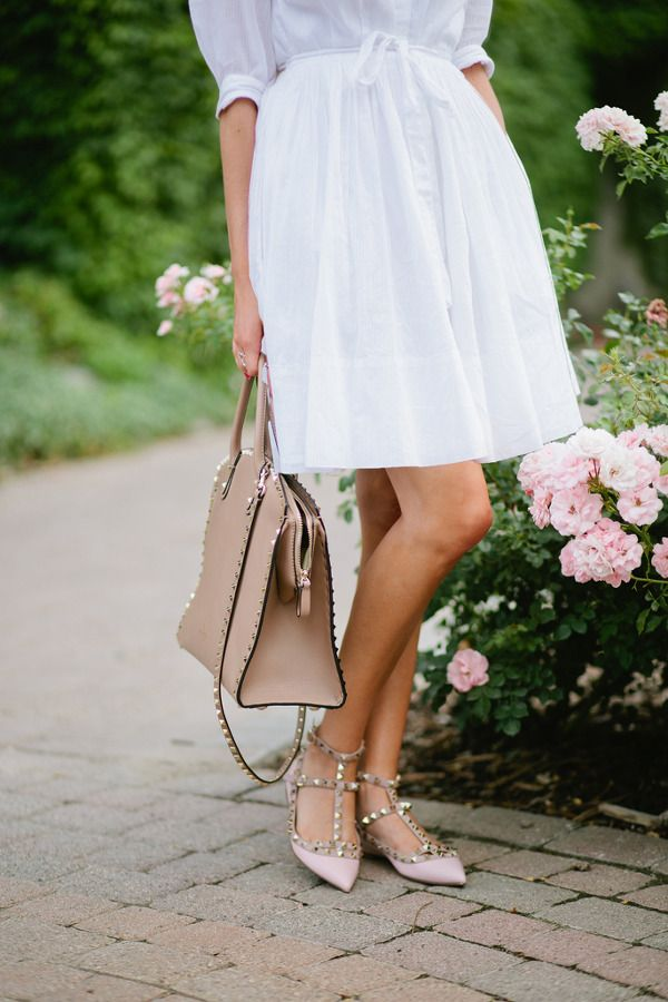 Rachel Parcell is wearing a white summer dress from Gap and studded flats and matching bag both from Valentino