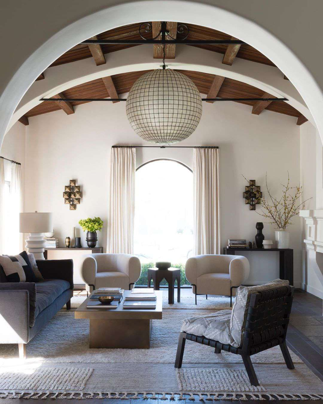 11 Spanish Style Living Rooms You Ll Love In 2020 Spanish Style Interiors Spanish Style Decor Spanish Style Furniture #spanish #style #decorating #living #room
