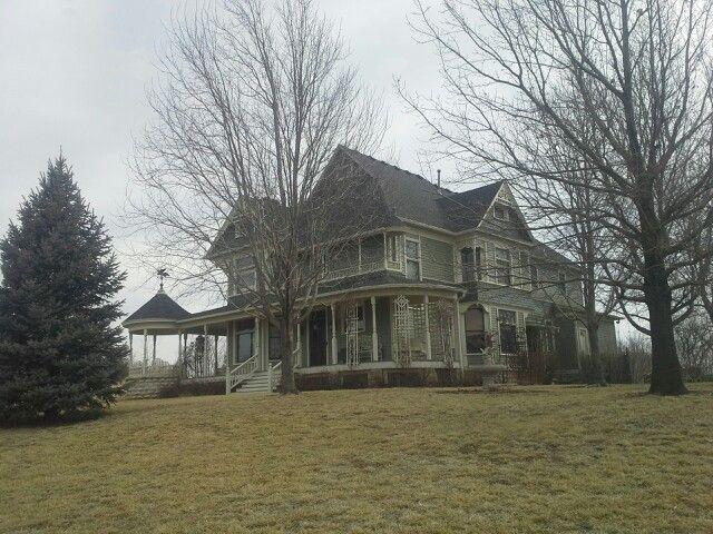 Beautiful Victorian Home Near Seneca Kansas Victorian Homes Abandoned Houses Pretty House