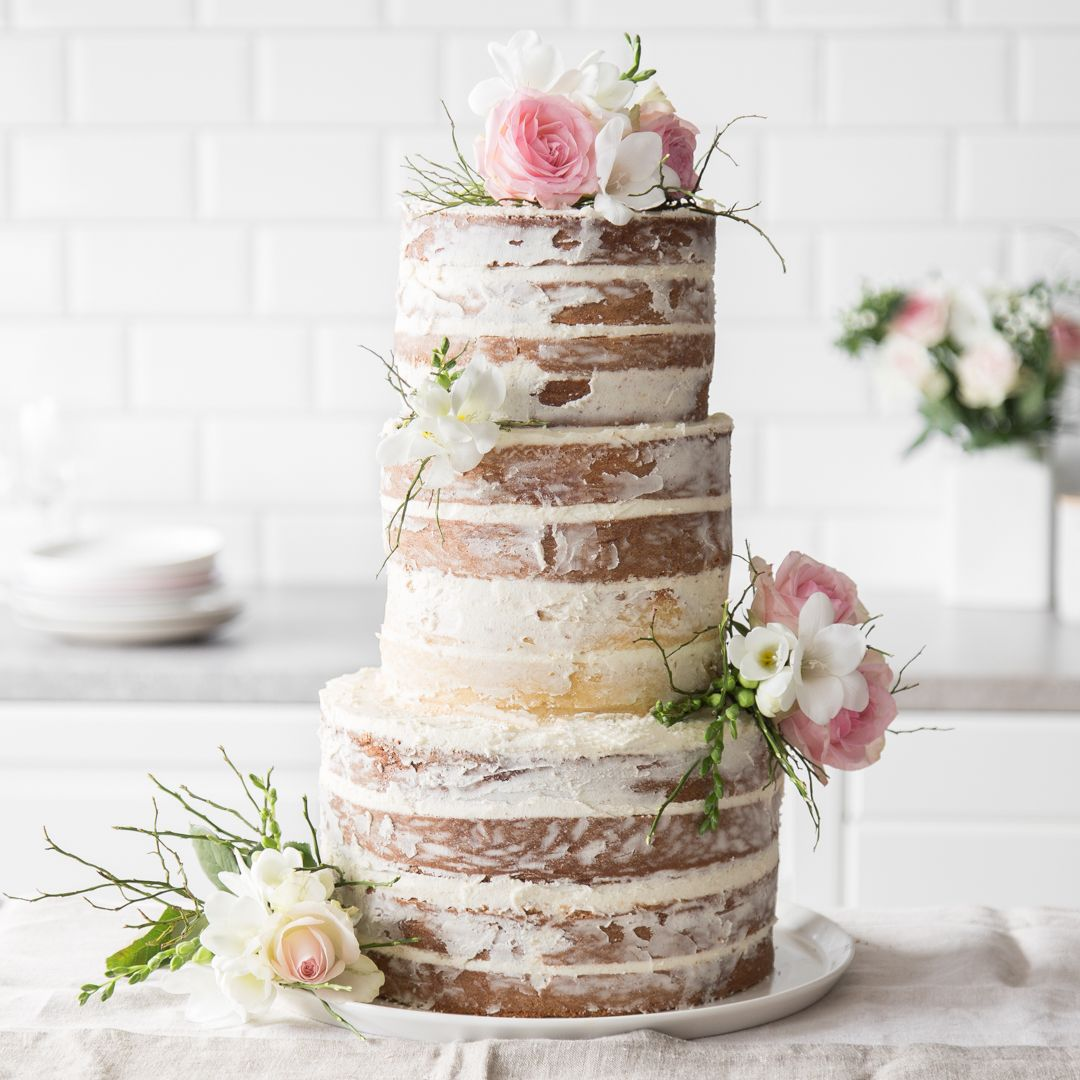 so bereitest du eine naked cake hochzeitstorte zu recipe cake drip cakes and wedding cake. Black Bedroom Furniture Sets. Home Design Ideas