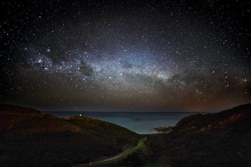 Vinculan bultos misteriosos en la Vía Láctea a materia perdida de la galaxia | Estas estructuras tendrían forma de fideos, láminas de lasañas o de avellanas
