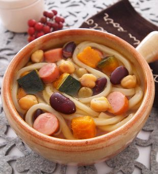 かぼちゃとお豆のスープうどん テーブルマークの例王うどんを使って
