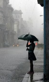 lady-in-rain-proper.jpg (204×339)