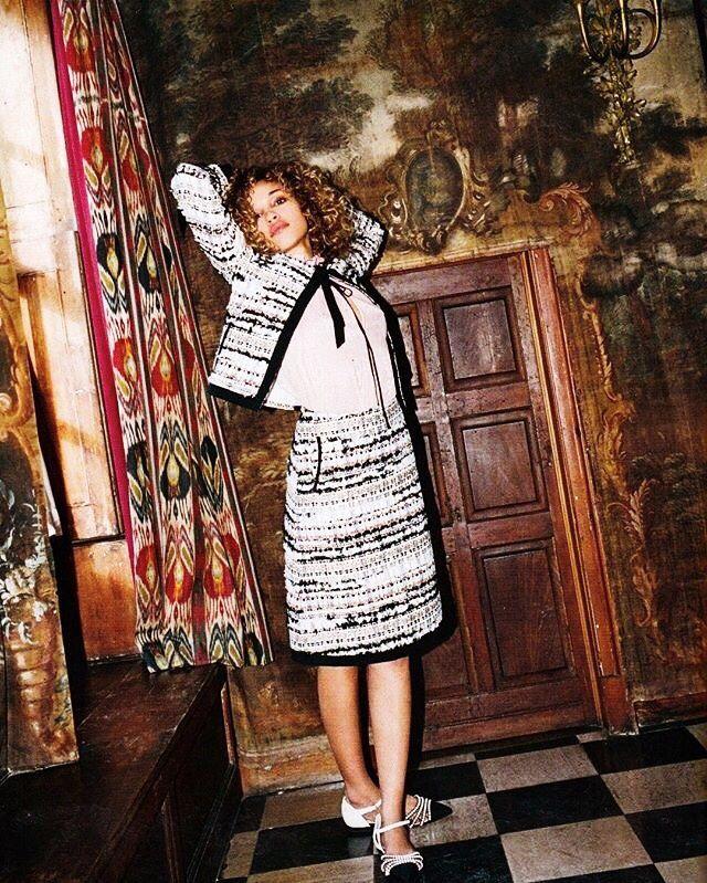 This Oscar de la Renta tweed two-piece featured in Tatler UK. Super style inspiration http://www.londonfittingrooms.com/le-boudoir/fashion-instagram-roundup-june-2016