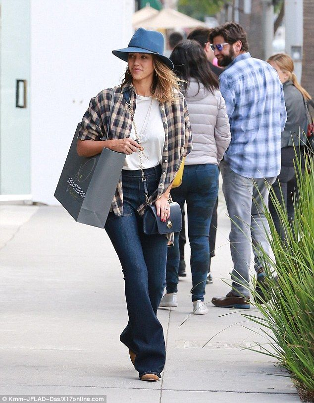 7b15a7121a720 Jessica Alba rocks some flared jeans on a stylish shopping trip. Successful  shop: Jessica emerged from the store with a giant bag of gifts for the  Barely F. ...