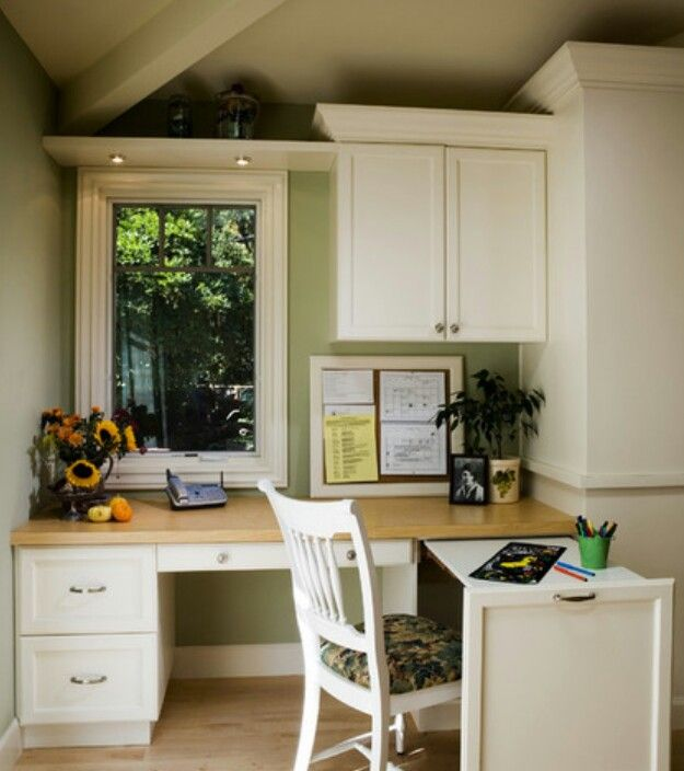Small Office With Rollout Side Desk / Houzz.com