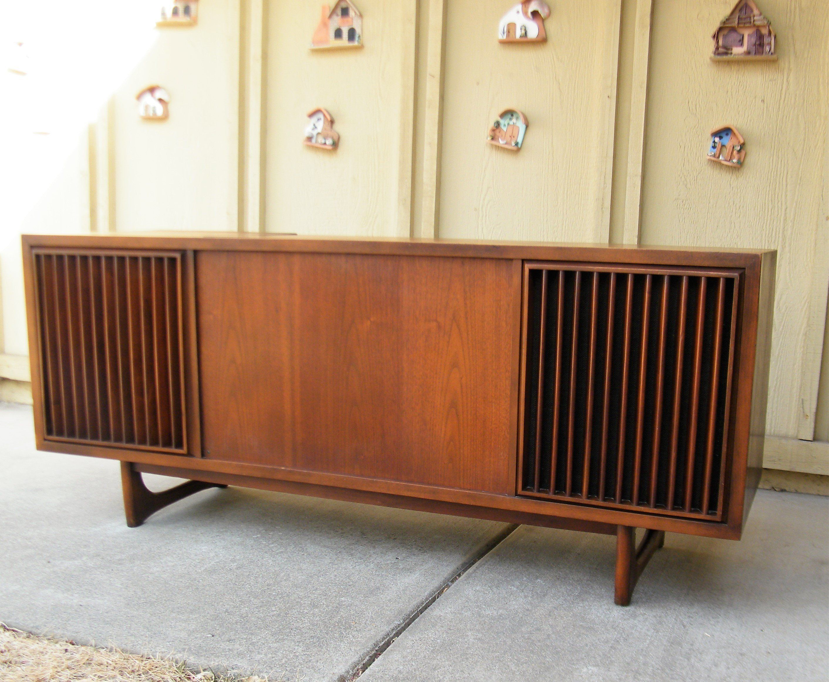 Sold Mid Century Rca Victor Stereo Console Sold Etsy Stereo Console Vintage Stereo Console Modern Console