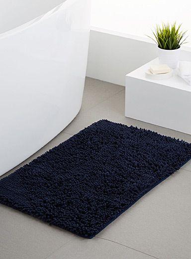 Confort et allure dans la salle de bains avec un tapis en douce - antiderapant salle de bain