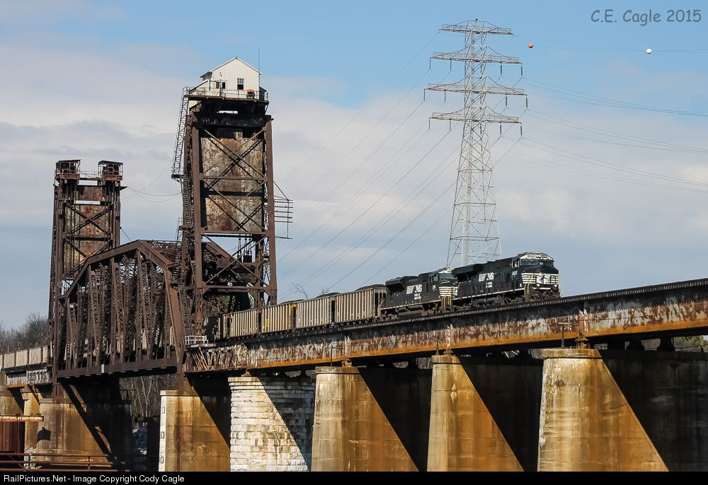 RailPictures.Net Photo: NS 8037 Norfolk Southern GE ES44AC at Chattanooga, Tennessee by Cody Cagle
