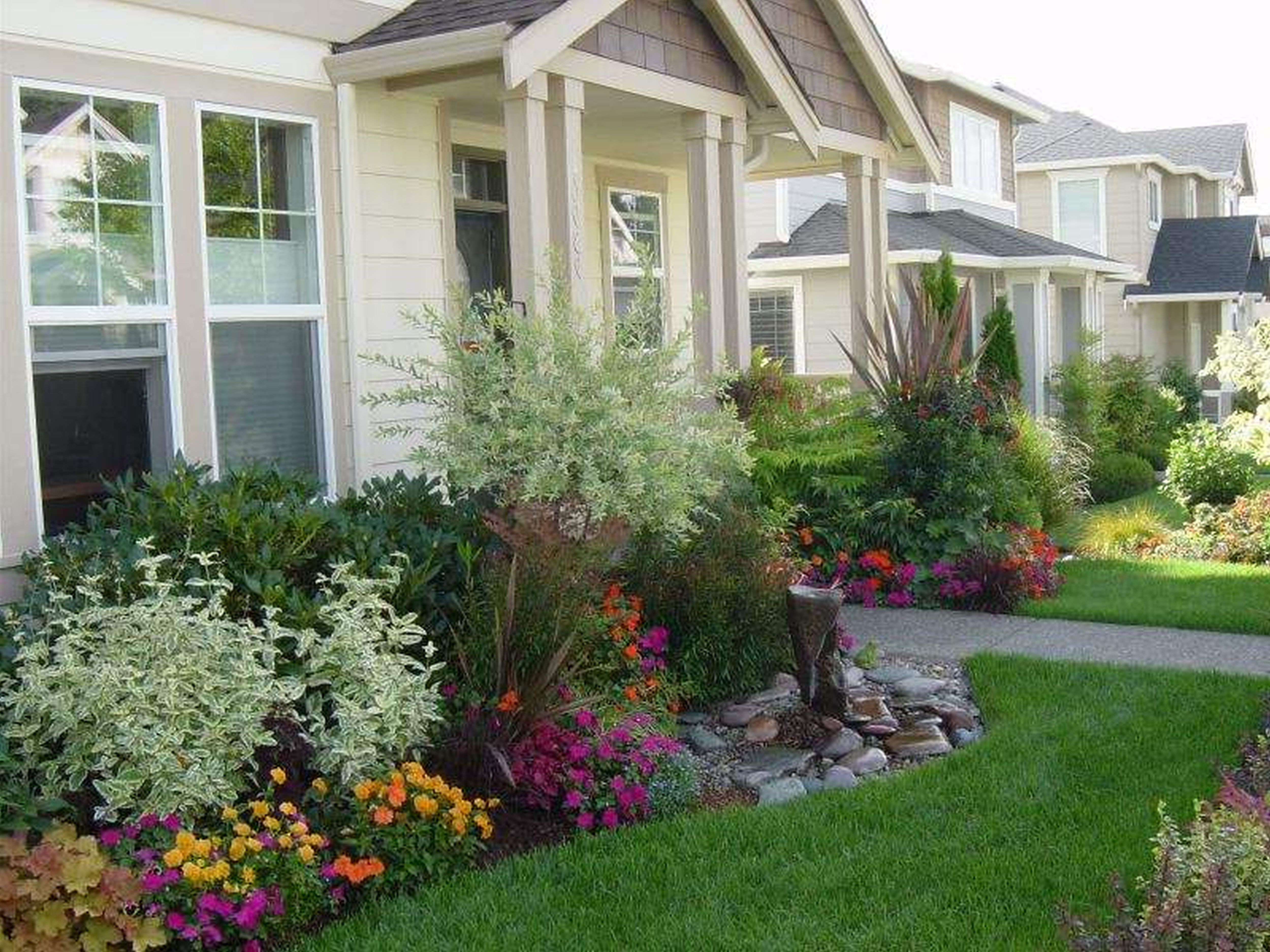 Exterior Landscaping Ideas For Small Front Yard Townhouse With Small Front  Yard Landscaping Ideas Low Maintenance Also Small Landscaping Ideas Front  Yard ...