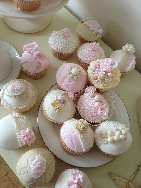 vintage baby shower cupcakes