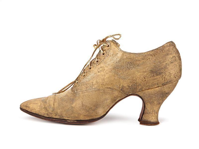 f63e765f90e Shoe-Icons / Shoes / Gold lame front lacing Louis heel shoes.1900 ...