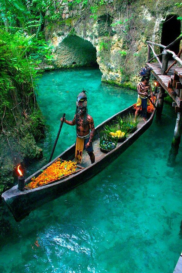 Esta imagen es un ejemplo de una canoa construida por los Mayas ...