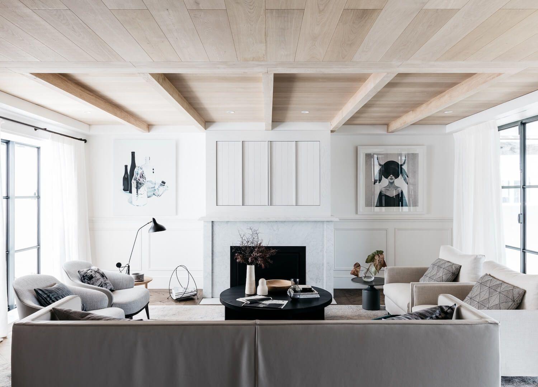 Küsten wohnzimmer neutral wohnzimmer wohnzimmer moderne formalen wohnzimmer holzbalkendecken holzdielendecke nut und feder decke versteckte tv