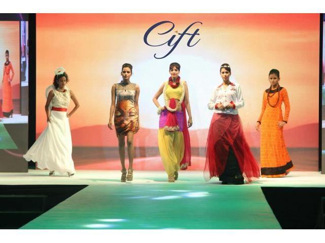 Creative Institute Of Fashion Technology Fashion Designing Courses In Surat Cift Surat Fashion Designing Course Technology Fashion Fashion Designing Institute