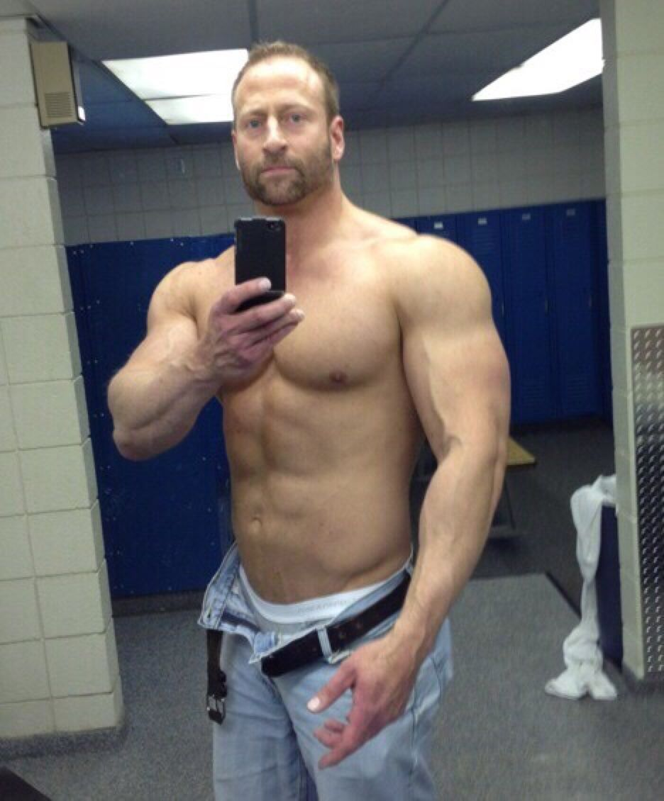 Submit pics from the locker room to lockerpics yahoo